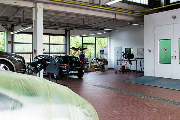 Autolackiererei, Kfz-Werkstatt, lackieren, Reparatur